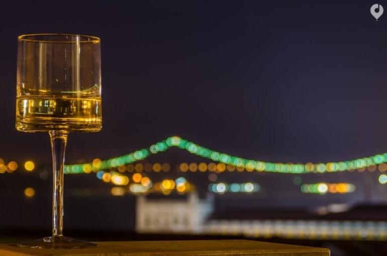 Lissabon - mit einem Glas Wein