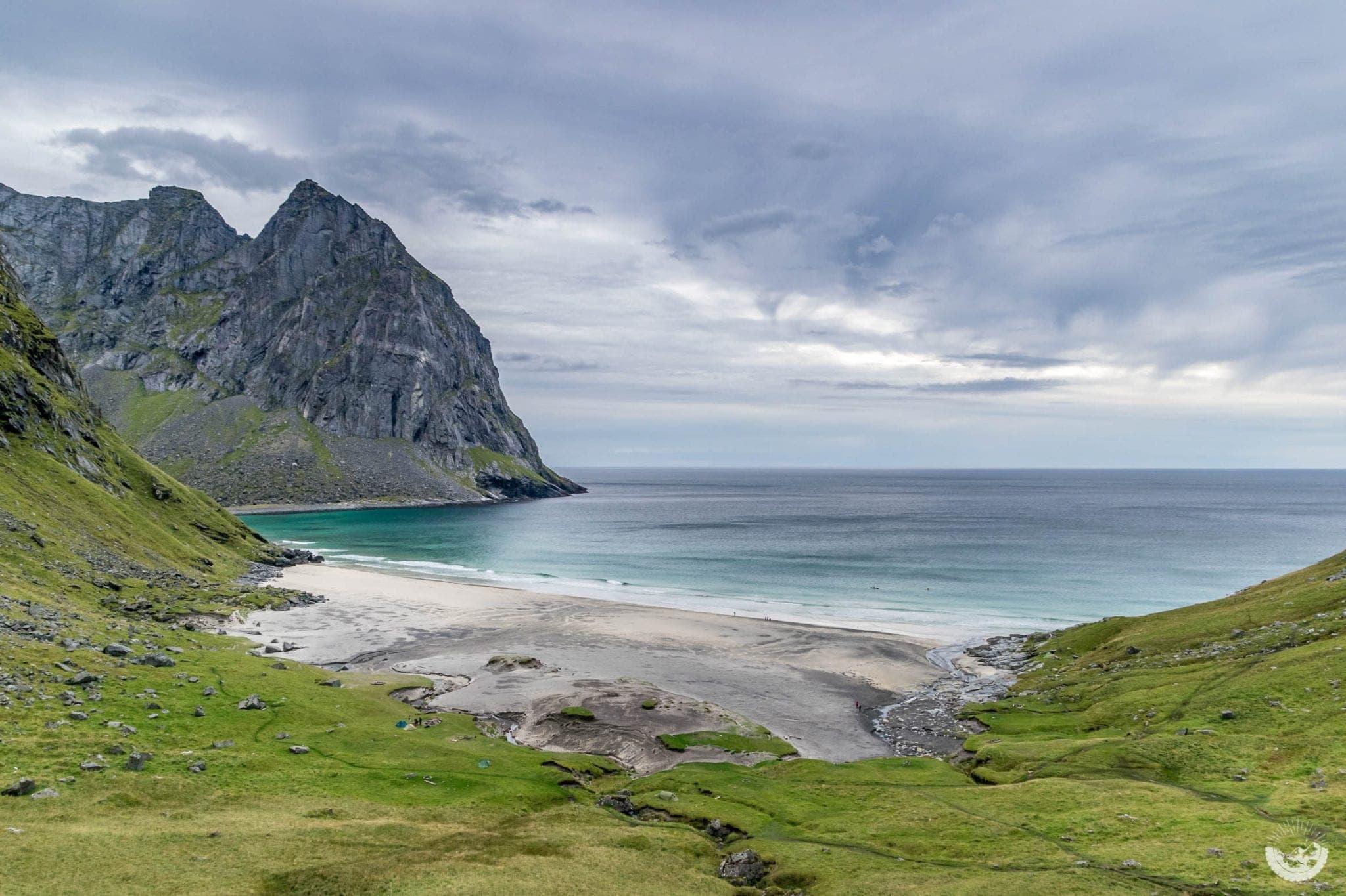 Wanderung zur Kvalvika Beach, Norwegen