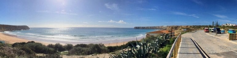 Am Strand von Sagres, Algarve in Portugal