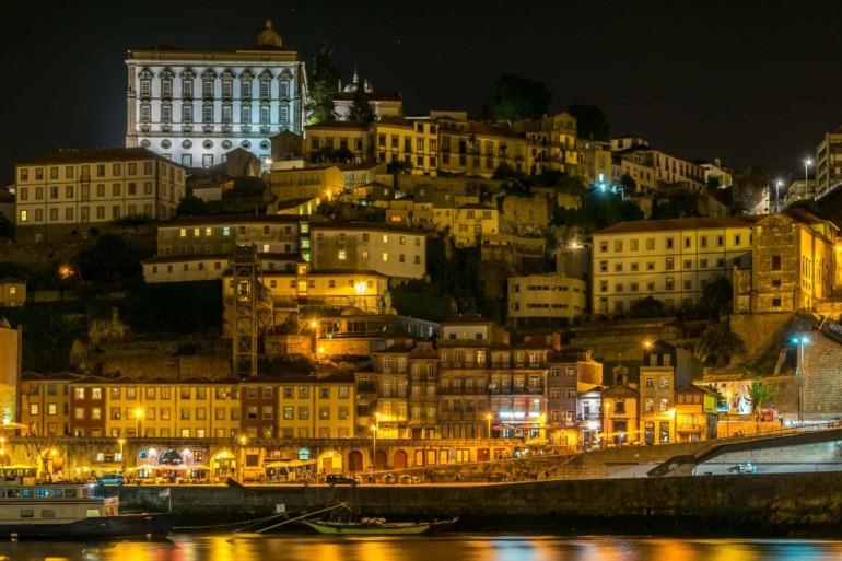 Porto bei Nacht, Portugal